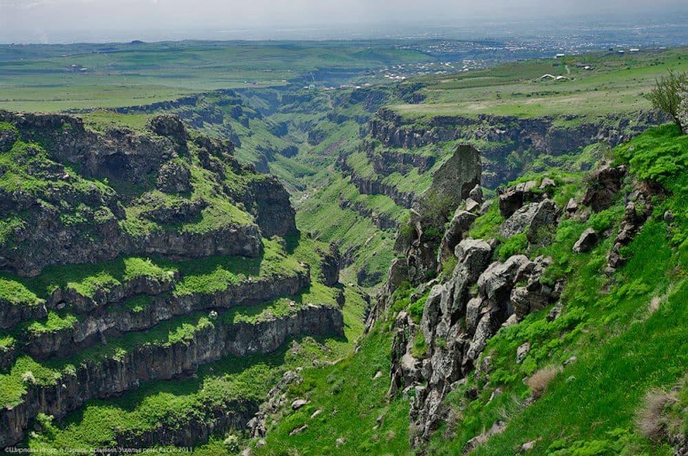 Усыпальница армянских царей, раскопки Агарак, монастырь Сахмосаванк    Bustourma