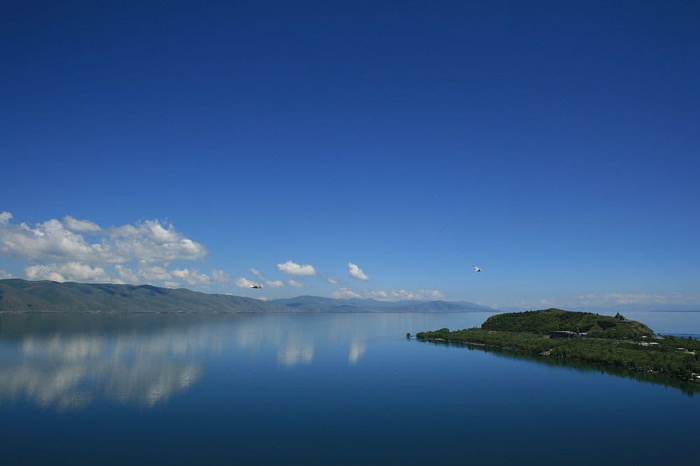 Севан- Озеро Гош- Монастырь Гошаванк | Bustourma