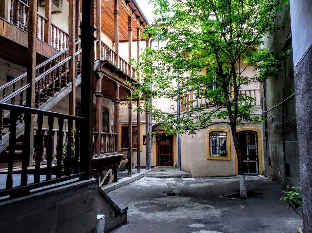 Открывая незнакомый Ереван. Путешествие во времени  | Bustourma