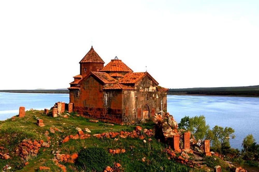 Цахкадзор(Канатная дорога), Церковь Кечарис  -  Озеро Севан - Церковь Айриванк -  Подземный  храм Деда Левона | Bustourma