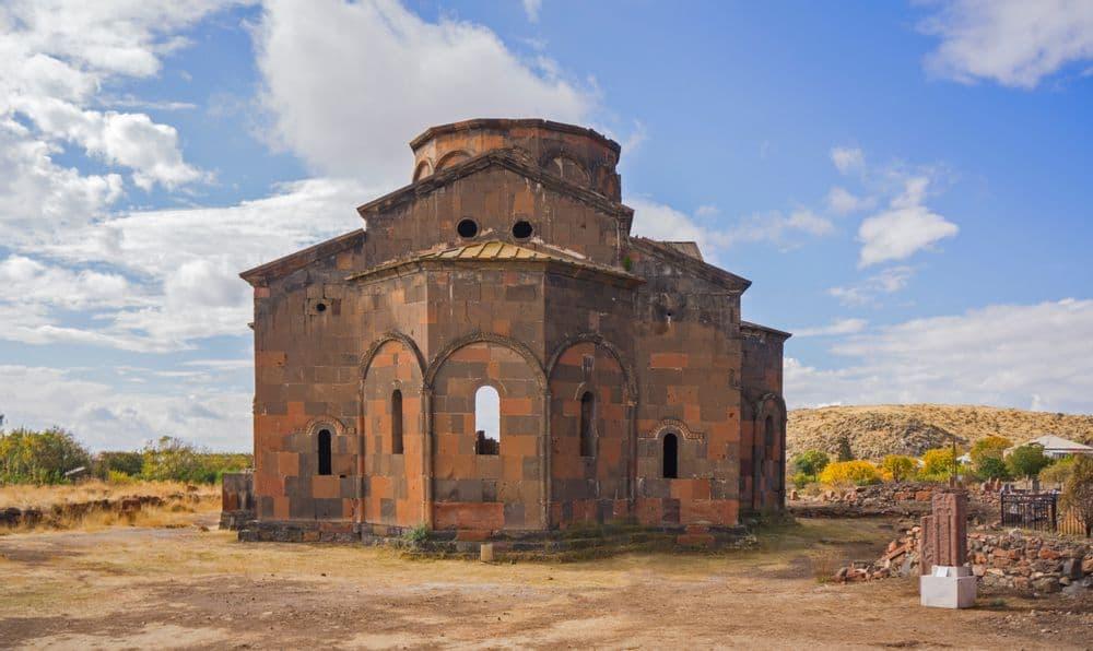 Крепость Даштадем, руины храма,Базилика Ереруйк, Агарак | Bustourma