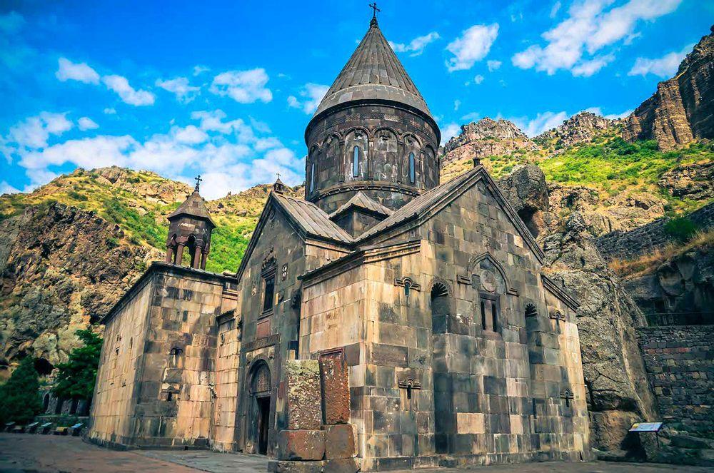 Руины крепости Бжни и минеральный источник   Bustourma
