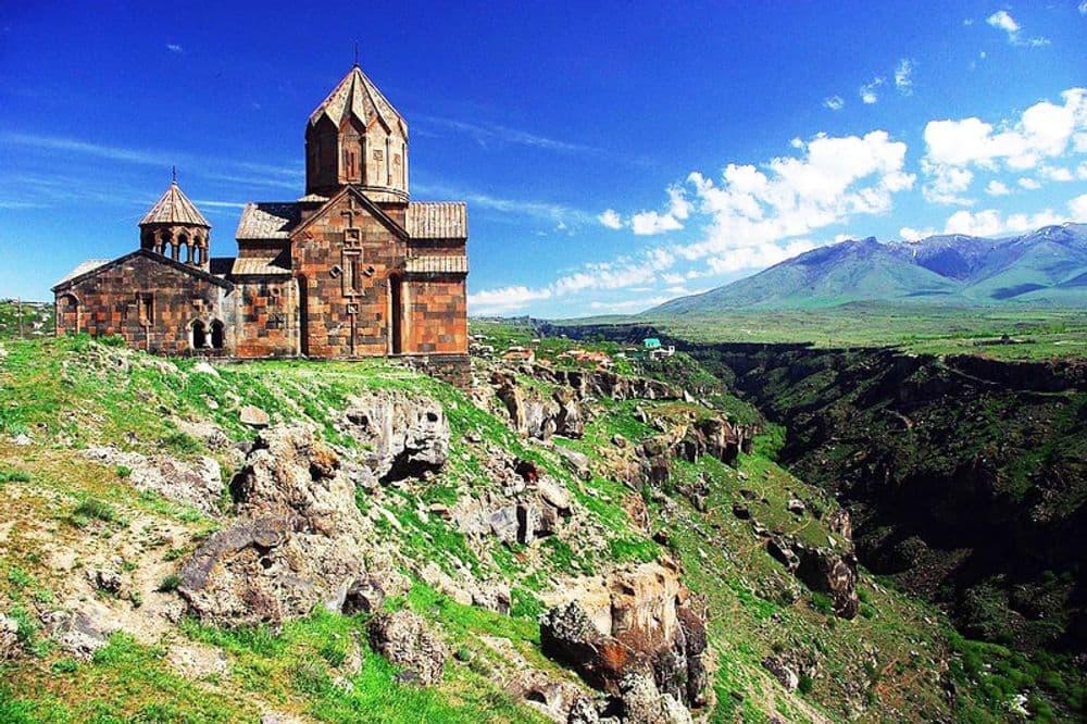 Крепость Амберт-Аллея Букв-Оганаванк-Сагмосаванк-Nairian(Фабрика натуральной косметики) | Bustourma
