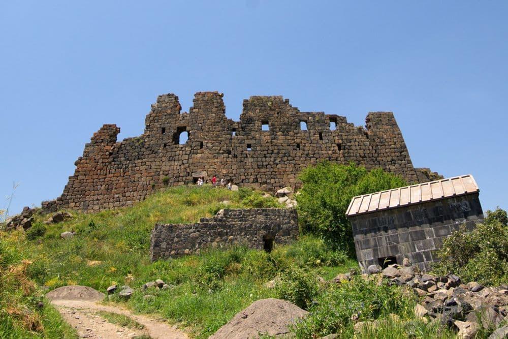Крепость Амберд, Арагац, озеро Кари | Bustourma