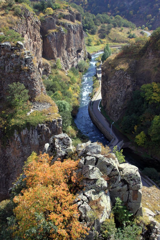 ДЖЕРМУК -Бальнеологический и лечебный курорт Армении   Bustourma
